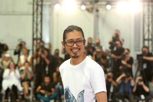 Akira+Isogawa+Akira+Runway+Mercedes+Benz+Fashion+YbwmlFaHccRl